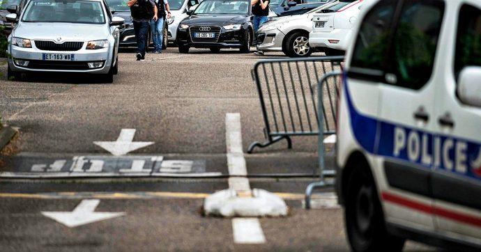 Francia, un morto e nove feriti nella banlieue di Lione: un aggressore fermato, l'altro ricercato