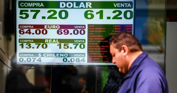 """Argentina, limitazioni del mercato dei cambi e del trasferimento di denaro all'estero. Decreto presidenziale: """"Deciderà la Banca centrale"""""""