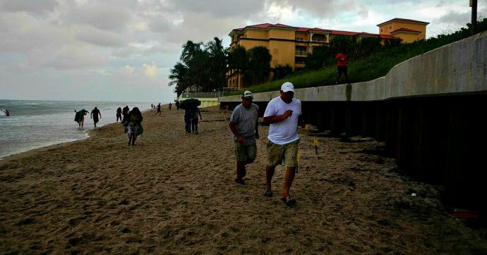 """Uragano Dorian: """"Alle Bahamas morti per le strade"""". Vittima di 8 anni, 800mila evacuati. Ma ora perde forza e scende a categoria 4"""