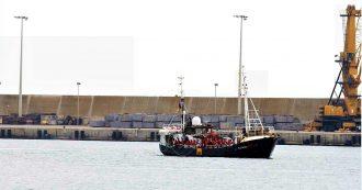 Eleonore, sbarcati i 104 naufraghi a bordo. La nave aveva violato il divieto d'ingresso: sequestrata dalla Guardia di finanza