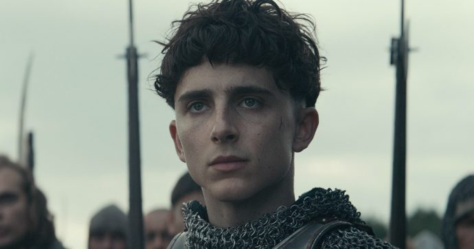 """""""The King"""" con Chalamet incoronato Enrico V: quando il potere è nelle mani dei giovani. Da novembre su Netflix"""