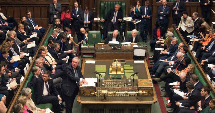 Brexit, la Camera dei Comuni approva legge contro l'uscita senza accordo. Bocciata mozione di Johnson per elezioni il 15 ottobre