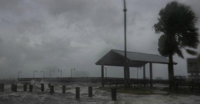 """Uragano Dorian, sette morti alle Bahamas ma """"numero destinato a salire"""". Declassato a categoria 2, ora si muove verso la Florida"""