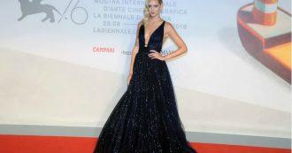 """Mostra Cinema Venezia, Chiara Ferragni incanta sul red carpet: """"Volevo l'autografo di Leonardo DiCaprio ma lui mi ha respinta"""""""