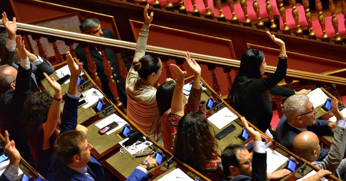 Governo Conte 2, verso i voti di fiducia: la cintura di sicurezza della maggioranza? Dai gruppi misti. Al Senato quota 170 è vicina