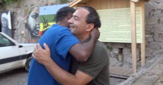 """Mimmo Lucano riabbraccia Riace dopo 11 mesi: """"Oggi sono tornato a casa, ma anche Salvini"""""""