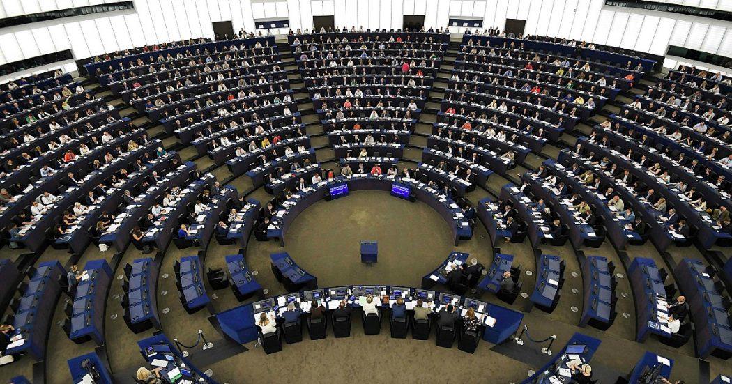 """Coronavirus, il Parlamento Ue apre a emissione di debito comune. Passa la risoluzione anti-crisi: """"Sì ai recovery bond"""". Coronabond bocciati con i no di Lega e Forza Italia"""