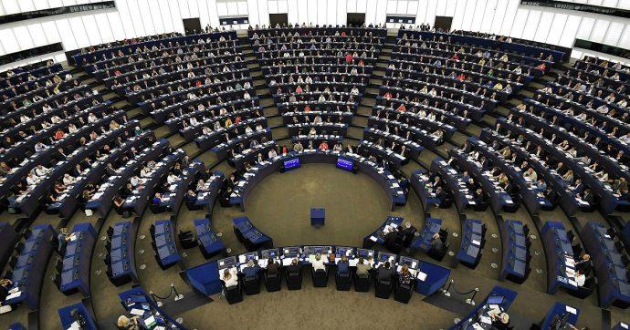 """Clima, Parlamento Ue: """"Esiste un'emergenza ambientale in tutto il mondo. Commissione preveda a bilancio fondi per combatterla"""""""