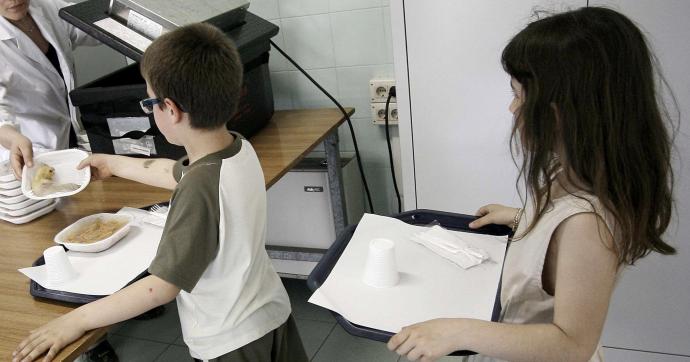 """Scuola, a Torino la rivolta in difesa del 'panino da casa'. Mai più toner e carta igienica dai genitori. """"Le aule se le tinteggi il Miur"""""""