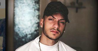 """Leonardo Zappalà, il cantante fa video con armi e """"patti di sangue"""": interviene il questore. """"Scene che incitano alla cultura mafiosa"""""""