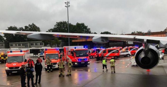 """Berlino, turbolenze sul volo proveniente da Lamezia Terme: """"8 feriti, grave una donna"""""""