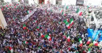 Governo, migliaia di persone alla manifestazione in Piazza Montecitorio. Le immagini dall'alto