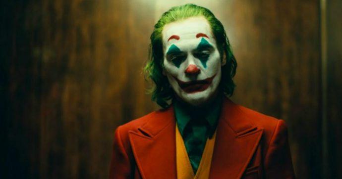Milano, travestito da Joker in metropolitana: denunciato per procurato allarme