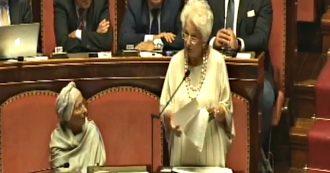 """La senatrice a vita Segre: """"Preoccupata da imbarbarimento e razzismo diffuso"""". La Lega rumoreggia"""