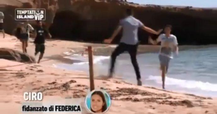 """Temptation Island Vip debutta sottotono. Ciro Petrone scappa inseguito dai cameraman, Alessia Marcuzzi lo bacchetta: """"Tu e Federica dovete lasciare il reality"""""""