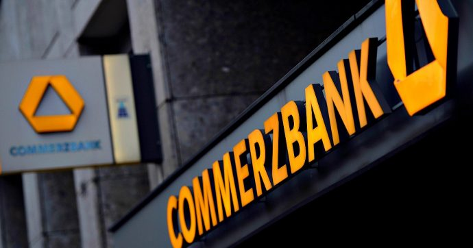 """Germania, maxi-frode fiscale """"cum-ex"""": perquisizione negli uffici della Commerzbank"""