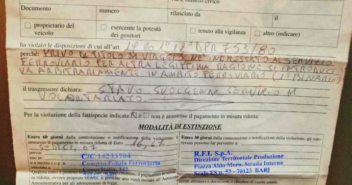 Foggia, volontari distribuiscono cibo e coperte ai clochard in stazione: multati dalla polizia ferroviaria perché senza biglietto