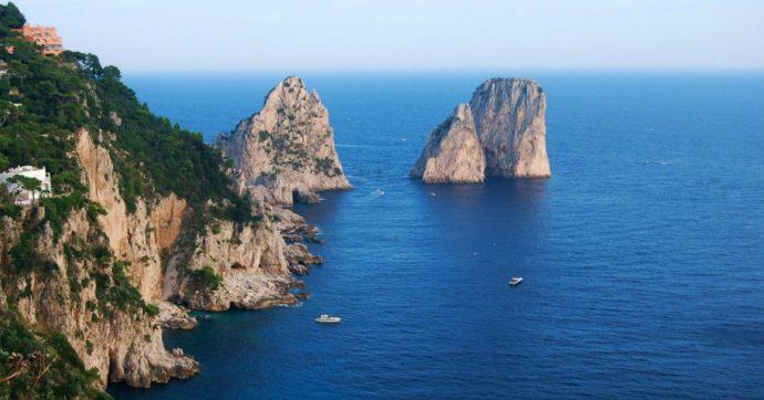 """Esplosivi e martelli a percussione contro i Faraglioni di Capri per pescare datteri: 19 arresti. """"Desertificata quasi metà delle pareti"""""""