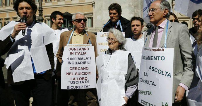 """Eutanasia, per il ddl tempo quasi scaduto. Delrio (Pd) risponde all'appello della Cei: """"Si legiferi"""". M5s: """"Prima attendiamo la Consulta"""""""