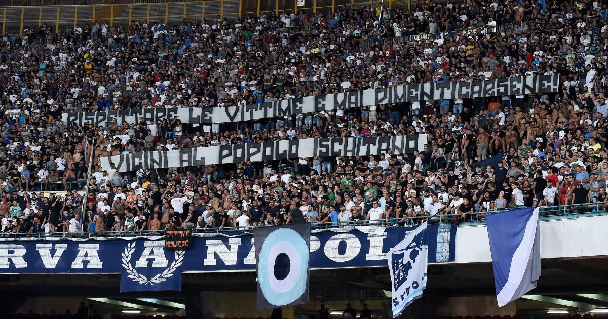 Napoli, tornano i biglietti omaggio ai consiglieri