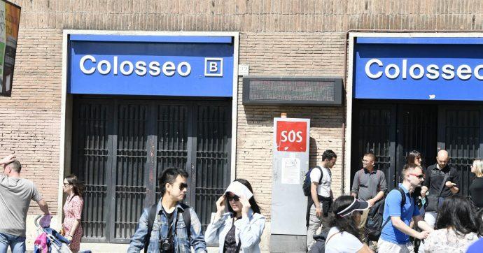 Roma, caos in metropolitana: passeggeri evacuati a piedi lungo le gallerie della linea B per un guasto. Al buio la fermata di Termini