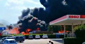 Incendio Avellino, fiamme in un'azienda che produce contenitori in plastica per batterie auto: evacuata la zona