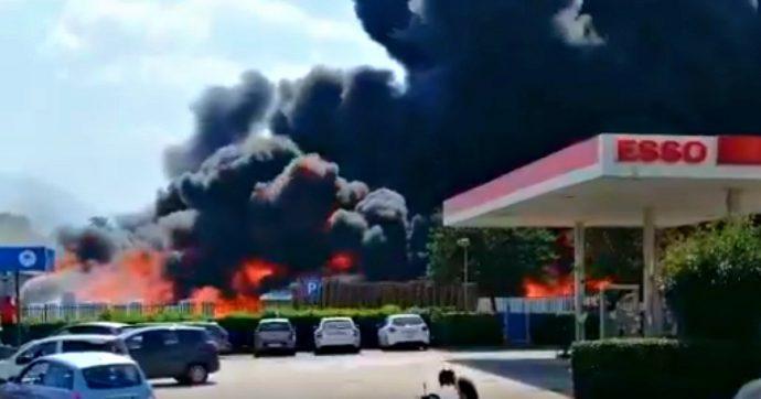 Incendio Avellino, fiamme in un'azienda: evacuata la zona, nube tossica invade la città. Il prefetto dichiara lo stato di emergenza