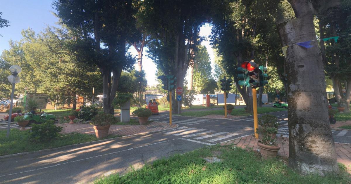 Roma, uno stradone al posto del parco. E come in una favola c'è l'eroe e c'è il cattivo