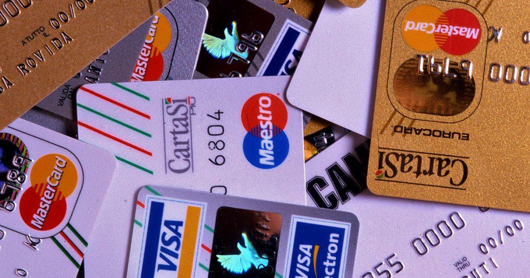 Pagamenti elettronici, i piani del governo per incentivarli: cashback per chi usa la carta, sanzioni a esercenti senza Pos. Niente tassa sui prelievi