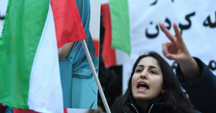 Iran, ora le donne potranno entrare in uno stadio di calcio. Finalmente una buona notizia
