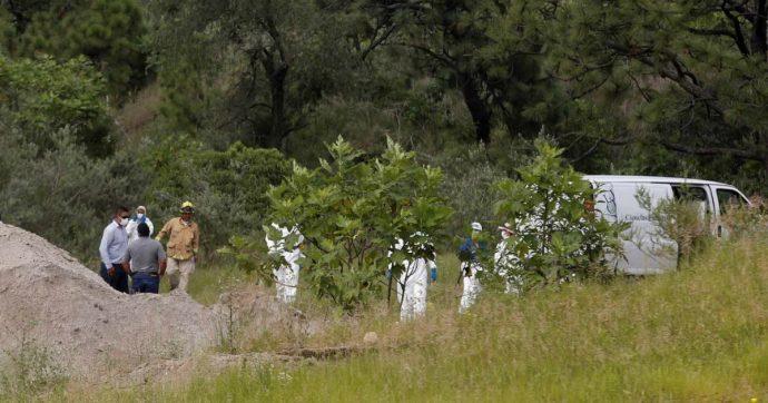 """Messico, resti umani trovati in un pozzo: erano chiusi in sacchi della spazzatura. Autorità: """"Per ora ricomposti 44 cadaveri smembrati"""""""
