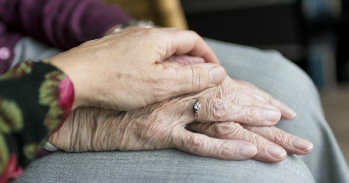 Caregiver e neomamme sono ancora penalizzati sul lavoro. Ma ora c'è chi fa scuola