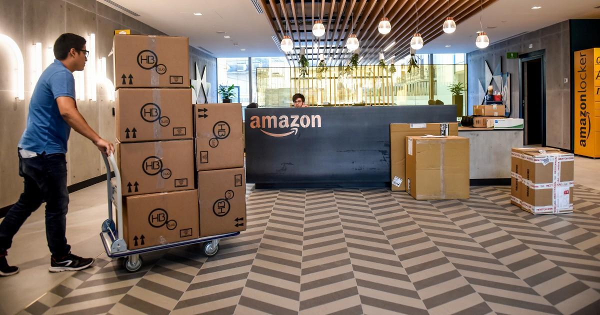 "Amazon, ""Signorsì, mister!"". Assume manager ma li vuole militari"