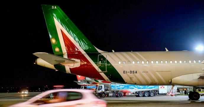 Alitalia, nuovo prestito dello Stato inserito nel dl fiscale: 350 milioni di euro per metterla in sicurezza dopo il settimo rinvio della vendita