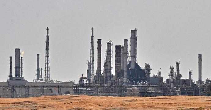 Iran-Usa, sul prezzo del petrolio lo spettro della chiusura dello Stretto di Hormuz in caso di escalation