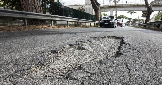 Roma, soldi delle multe destinati alle strade: la Procura verifica che Campidoglio e municipi li investano nella lotta alla buche