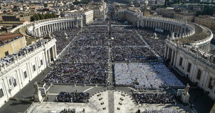 """""""Il Vaticano è a rischio fallimento finanziario"""": tra malumori e tradimenti, come è fallita la rivoluzione promessa da Papa Francesco"""