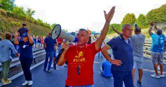 Whirlpool, gli operai bloccano l'autostrada A3 dopo la decisione di cedere il sito di Napoli