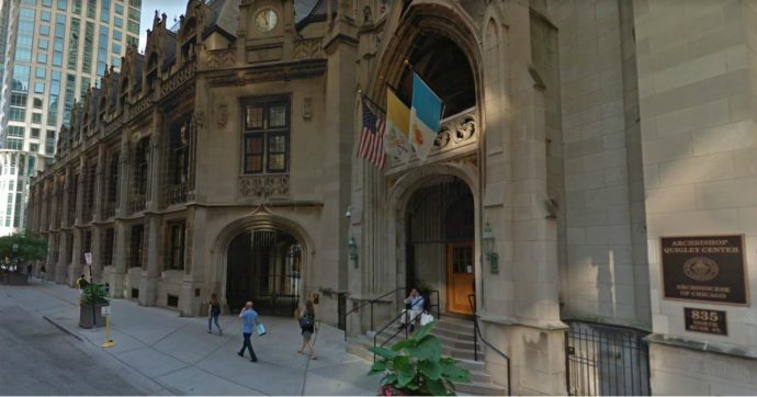Chicago, Arcidiocesi paga 200 milioni di dollari alle vittime di pedofilia. 80 sono andati a un unico studio legale del Minnesota