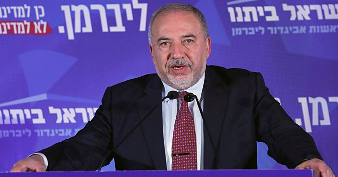 """Elezioni Israele, con Gantz e Netanyahu alla pari, Lieberman si scopre moderato e propone """"l'unità nazionale"""""""
