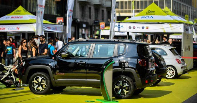 Mercato auto in calo? Anziché piangersi addosso investiamo rapidamente nell'elettrico