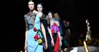 """Milano Fashion Week, Prada torna ad uno stile retrò e sofisticato ed è tutto un coro di """"Wow, lo voglio!"""". Alberta Ferretti back to '70s"""