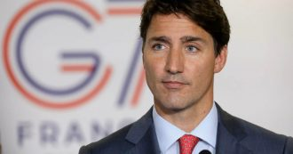 """Canada, in una foto del 2001 il premier Trudeau a una festa con il viso dipinto di nero: """"Non avrei dovuto farlo, mi scuso"""""""