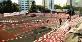 Germania, sciopero dei Fridays for Future, a Berlino i manifestanti bloccano le strade. Il governo approva il pacchetto sul clima  – FOTO