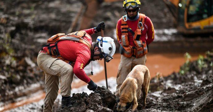 Brasile, crollo della diga uccise 250 persone: società mineraria condannata a risarcire 2,6 milioni di euro