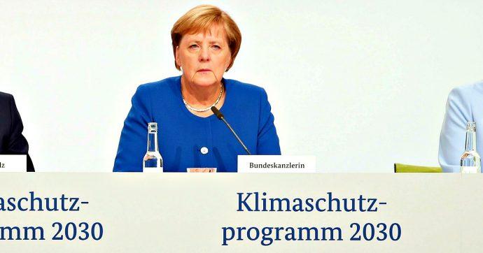 Germania, piano per il clima da 100 miliardi: tassa sulle emissioni, bonus per l'elettrico. Aumento biglietti aerei, giù quelli ferroviari