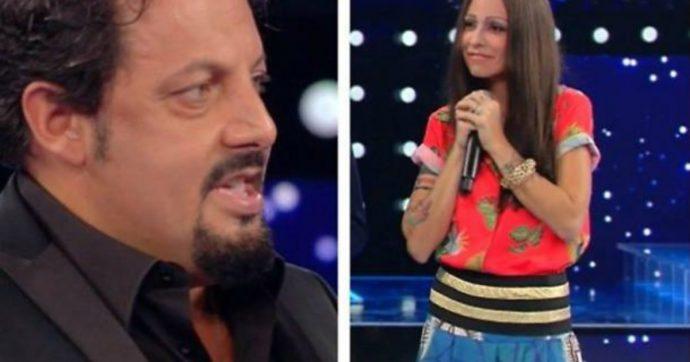Tale e Quale Show, Enrico Brignano si trova davanti la sua compagna e deve giudicarla: ecco la sua reazione