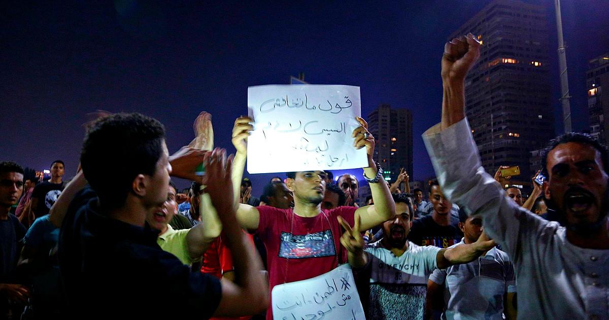 Egitto, proteste dal Cairo a Mansoura per chiedere le dimissioni di Al Sisi: centinaia di persone in strada nonostante la repressione