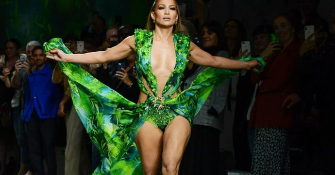 """Jennifer Lopez svela il suo sogno segreto: """"Vivere in un paesino in Italia, andare in bicicletta e mangiare il pane"""""""