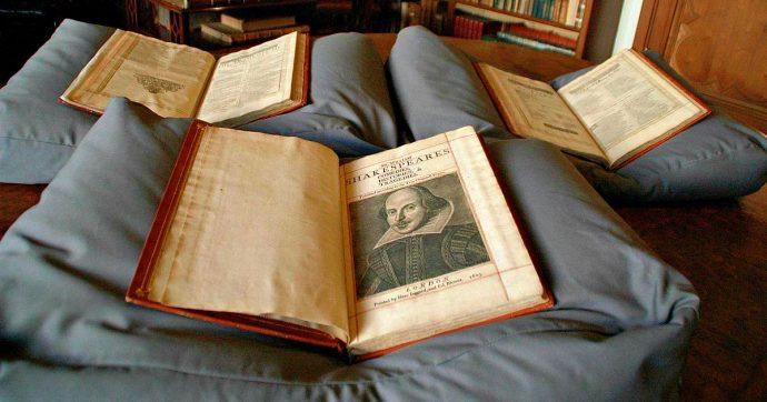 """John Milton """"fan"""" di William Shakespeare, scoperte le sue annotazioni su uno dei First Folio"""